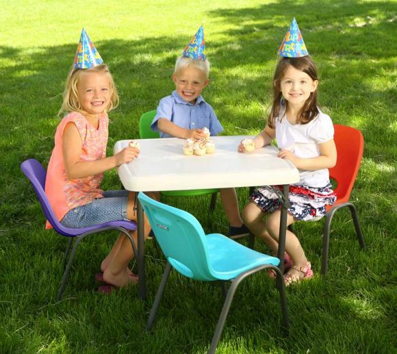 Lifetime 4-teiliges Kunststoff Kinderstuhl Set rot