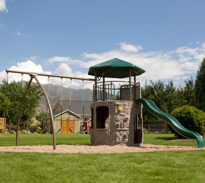Lifetime Spielturm Kletterturm Spielplatz inkl. Schaukel und Rutsche